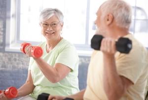 Seniorer trener vekter