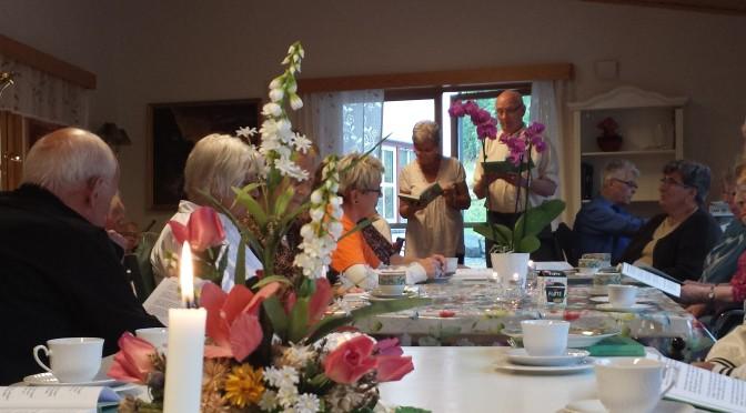Seniorer samlet til sang og kaffe